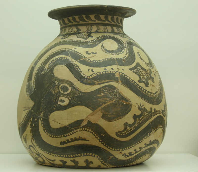 Octopus pot. Heraklion Museum, Crete, Greece, 2010
